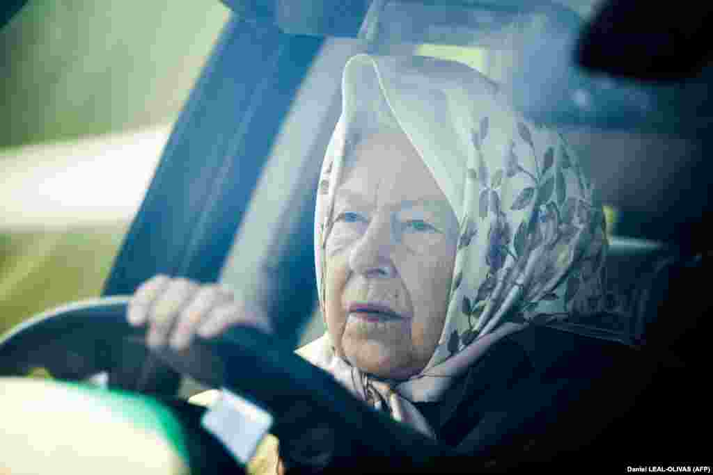 Britain's Queen Elizabeth II drives her Range Rover as she arrives to attend the annual Royal Windsor Horse Show in Windsor, west of London. (AFP/Daniel Leal-Olivas)