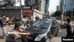 В Дакке протесты против вынесения смертного приговора Абдулу Кадеру Мулле, сентябрь 2013