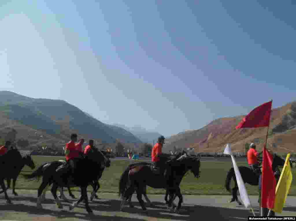 Финалдык оюн 8-октябрда күнү өтөт. Ага жети дубандан келген коноктор, президент, Жогорку Кеңештин төрагасы баш болгон бийлик өкүлдөрү, Кыргызстандагы дипломатиялык өкүлчүлүктөр жана чет өлкөлөрдөн келген меймандар күбө болушмакчы.