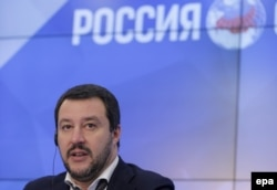 Лидер итальянской Лиги Севера Маттео Сальвини на пресс-конференции в Москве, ноябрь 2016