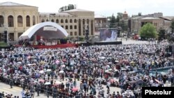 Armenia - Armenian Catholics attend a mass celebrated by Pope Francis in Gyumri's Vardadants Square, 25Jun2016.