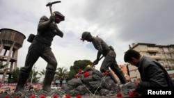Пам'ятник гірникам у центрі міста Сома в Туреччині