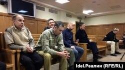 Бывшие полицейские в суде.