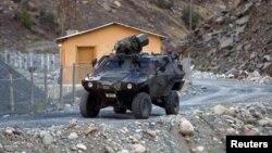 عربة عسكرية تابعة للجيش التركي قرب الحدود مع العراق