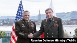د امریکا ګډو ځواکونو مشر جنرال مایک مایلي له خپل روسي سیال سره.