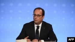 """Президент Франции Франсуа Олланд выступает на пресс-конференции по итогам встречи """"нормандской четверки"""""""