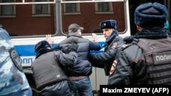 Задержания на Манежной площади в Москве, 5 ноября 2017