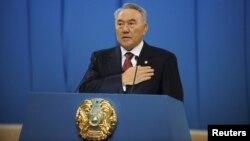 Президент Казахстана Нурсултан Назарбаев выступает с ежегодным посланием. Астана, 14 декабря 2012 года.