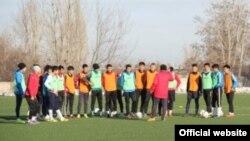 Кыргызстандын 21 жашка чейинки футбол боюнча улуттук курамасы машыгуу учурунда. Сүрөт: ffkr.kg