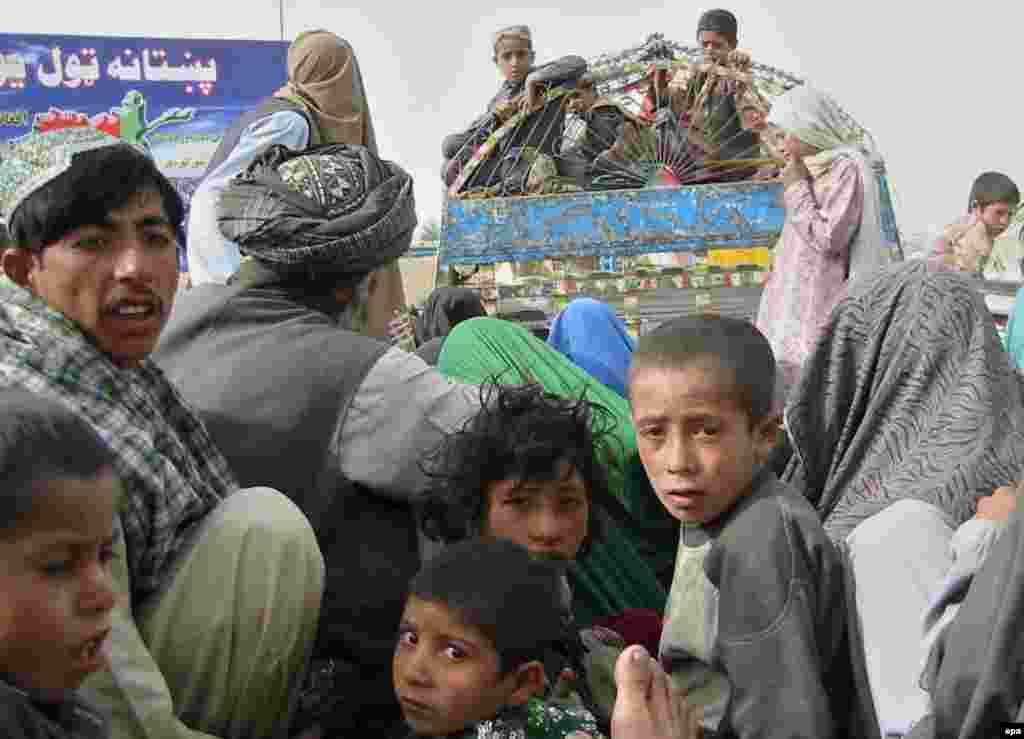 "Afghan refugees return from Pakistan in April 2007 under a UN-backed voluntary-repatriation plan - The UN refugee agency has described Pakistan as ""home to the world's largest refugee situation, the largest assisted repatriation in modern history, and the largest registration of refugees ever conducted."""