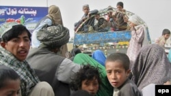 Afghan refugees returning from Pakistan