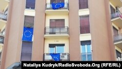 Прапори Євросоюзу на будинку в Римі