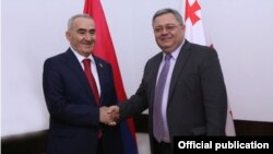 Спикеры парламентов Армении и Грузии - Галуст Саакян (слева) и Давид Усупашвили, Тбилиси, 6 октября 2014 г.