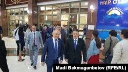 Парламент депутаттары біріккен сессия аяқталып, тарқап бара жатқан сәт. Астана, 29 маусым 2018 жыл