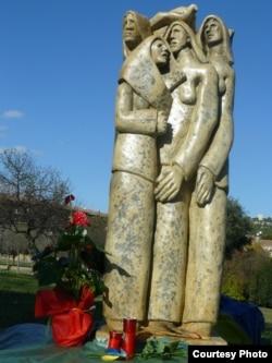 Пам'ятник жертвам Голодомору в Україні у Кальярі на Сардинії (фото Володимира Боровика)