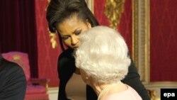 Mişel Obama və kraliça Elizabet, 1 aprel 2009