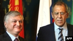 Russia -- Foreign Minister Sergei Lavrov (R) with his Armenian counterpart Eduard Nalbandian at a meeting of the Chairman of the Collective Security Treaty Organisation (CSTO) in Moscow, 04Sep2008