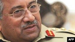 پرويز مشرف، رييس جمهوری پاکستان، روز شنبه در سراسر اين کشور اعلام «وضعيت فوق العاده» کرد
