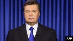 Шанба куни Киевда қочган Виктор Януковичнинг қаердалиги номаълум қолмоқда.