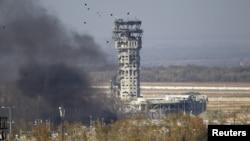 Документальна стрічка «Воїни духу» (автори Тетяна Кулаковська та Анна Мартиненко) розповідає про останні п'ять днів оборони Донецького аеропорту у січні 2015 року