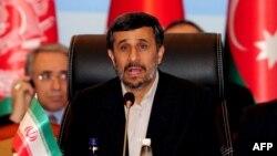 محمود احمدی نژاد در اجلاس سران کشورهای عضو اکو در استانبول