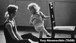 """""""Birth of a ballerina,"""" a famous image captured by Yury Abramochkin in 1966"""