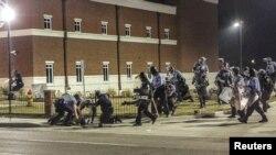 Перестрелка у полицейского участка в Фергюсоне 12 марта 2015 года