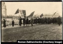 Українська репрезентація на урочистій ході у Томську на честь Великої загальноросійської революції. 23 (10) березня 1917 року