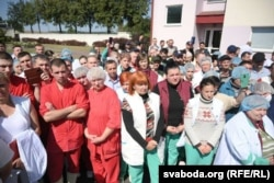 Работнікі горадзенскага мясакамбінату сустракаюцца з уладамі, 14 жніўня