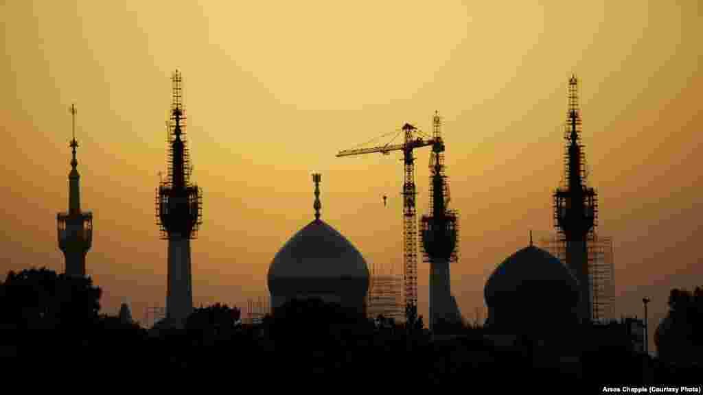 Здание мавзолея аятоллы Хомейни, лидера Иранской революции 1979 года, в Тегеране не могут достроить уже 25 лет.