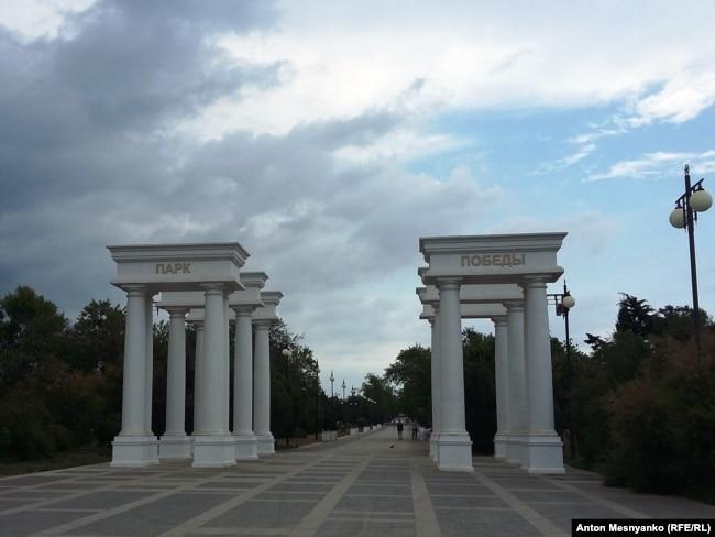 Пустынный парк Победы в Севастополе