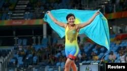 Казахстанский борец Эльмира Сыздыкова после победы на Олимпиаде в Рио, 17 августа 2016 года.