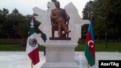 Հեյդար Ալիեւի արձանը Մեխիկոյում