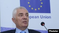 Armenia - Piotr Switalski, the head of the EU Delegation in Armenia, speaks at a news conference in Yerevan, 8May2017.