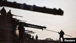 Израелски војници во близина на границата со Појасот Газа.