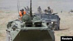 Подразделение казахской армии на марше. Иллюстрационное фото.