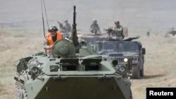 """""""Дала қыраны"""" біріккен әскери жаттығуынан бір көрініс. Алматы облысы, 24 тамыз 2010 жыл"""