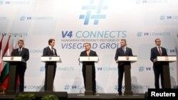 Канцлер Австрии Себастьян Курц (второй слева) и лидеры Вишеградской четверки на встрече в Будапеште, 21 июня 2018 года.