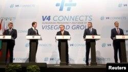 Канцлер Австрії і глави урядів Вишеградської четвірки на прес-конференції у Будапешті, де вони заявили про намір бойкотувати європейський саміт з питань міграції