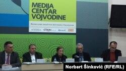 Goran Marković: Odlaskom ljudi iz Srbije gubimo vitalnost zajednice (foto sa tribine u Novom Sadu)