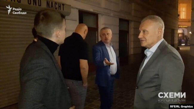 Згодом до святкування долучилися бізнесмени Григорій та Ігор Суркіси