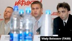 Сергей Гуляев, Алексей Навальный и Пётр Милосердов (справа)