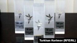 """""""Ədəbi Azadlıq"""" müsabiqəsinin büllur prizləri"""