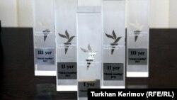 """""""Ədəbi Azadlıq"""" mükafatının büllur prizləri"""