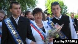 Фәнис Габбасов (с), Руфат Әхмәтов укытучылары Рәмзилә Ганиева белән
