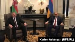 Встреча премьер-министра Армении Никола Пашиняна (справа) и президента Азербайджана Ильхама Алиева, Вена 29 марта 2019 г.