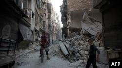 Діти на зруйнованій вулиці сирійського Алеппо, 18 вересня 2016 року