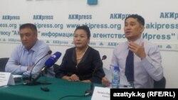 Члены Комитета по защите судей дают пресс-конференцию, Бишкек, 23 сентября 2013 года.