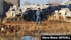 """""""Бесоба"""" тұрғын үй кешеніндегі құлап қалған үй. Қарағанды, 7 сәуір 2012 жыл."""