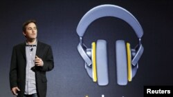 جیمی روزنبرگ، مدیر محتوای دیجیتال گوگل در مراسم معرفی سرویس گوگل موزیک